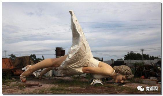 看看这些沙雕雕塑,实在是无法直视!_53