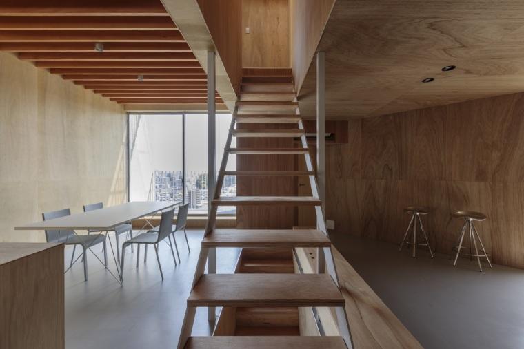日本广岛山崖之宅室内实景图