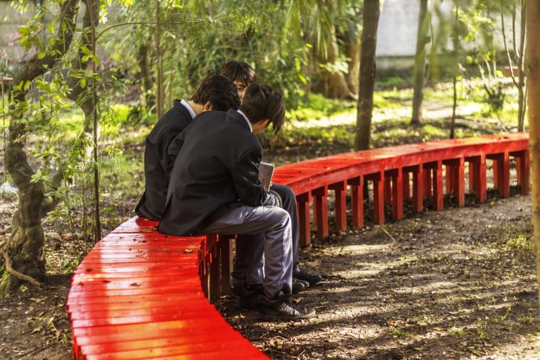智利'无限长凳'装置实景图4
