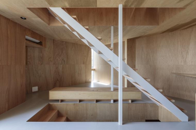 日本广岛山崖之宅室内实景图1
