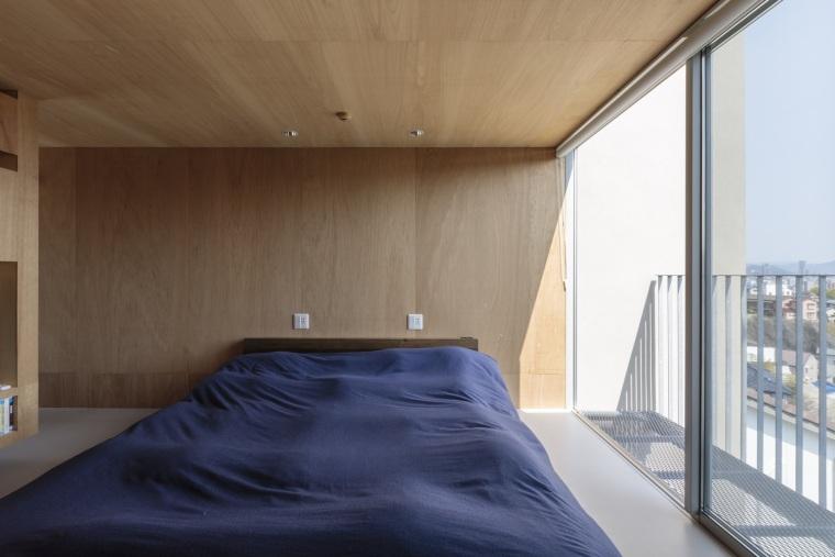 日本广岛山崖之宅室内实景图15