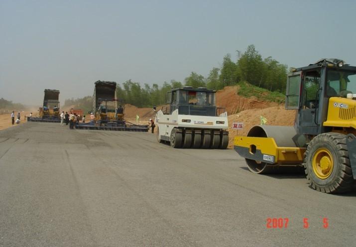 重交通沥青路面施工关键技术及体会-胶轮压路机的压实