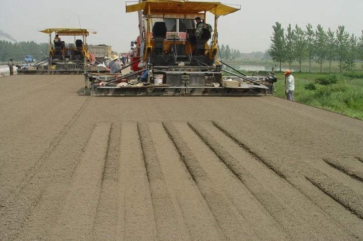 重交通沥青路面施工关键技术及体会-拌和站与摊铺压实设备选择