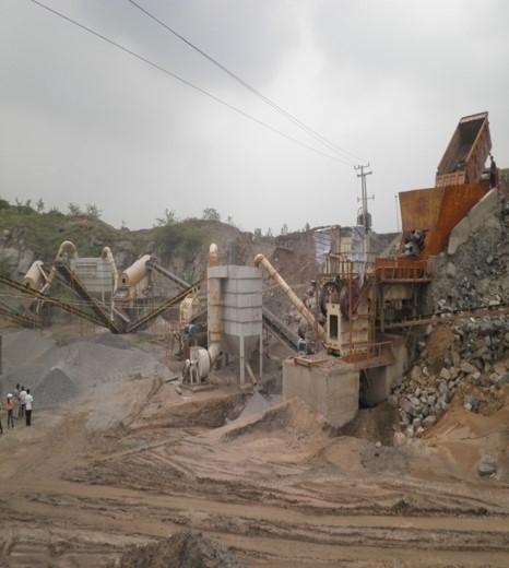 重交通沥青路面施工关键技术及体会-采石场石料加工