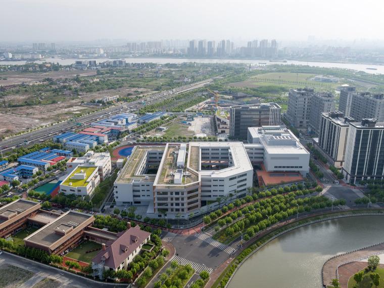 上海华东师范大学第二附属中学前滩学校外部实景图