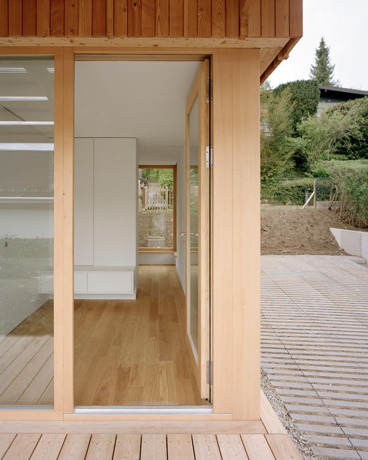 瑞士零能轻木住宅外部实景图1