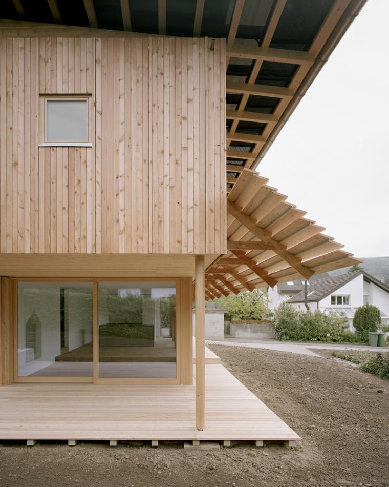瑞士零能轻木住宅外部实景图3