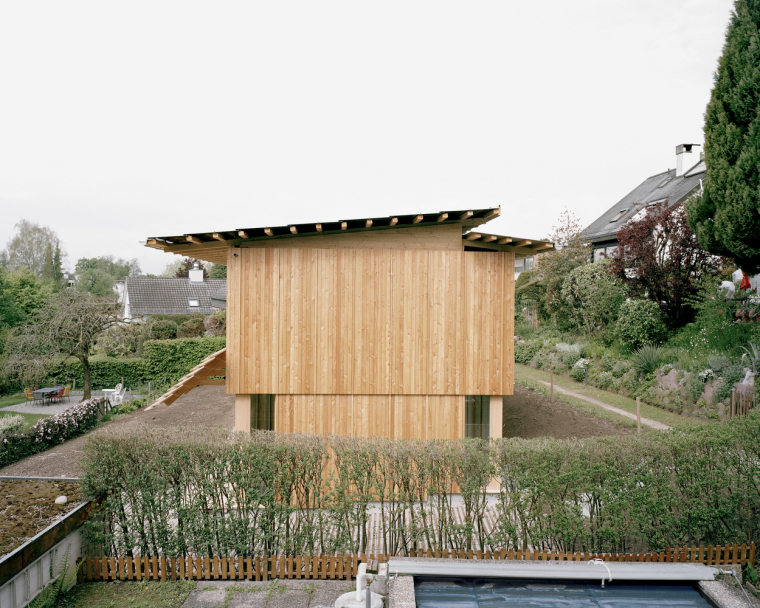 瑞士零能轻木住宅外部实景图4