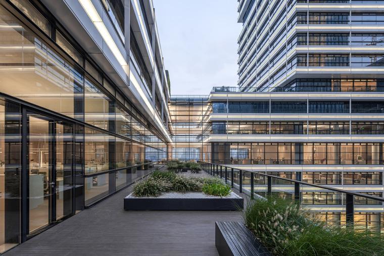 广州唯品会新一代办公空间外部实景图5
