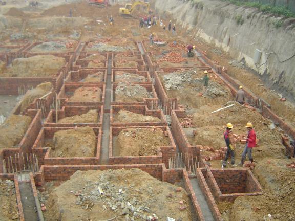 筏板基础施工特点和施工方法-筏板基础模板工程示意图