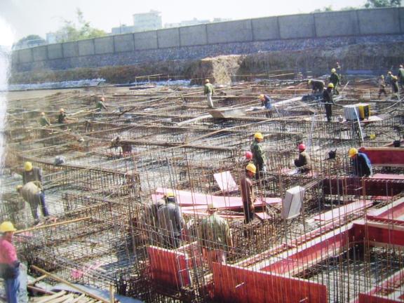 筏板基础施工特点和施工方法-筏板基础地梁钢筋绑扎示意图