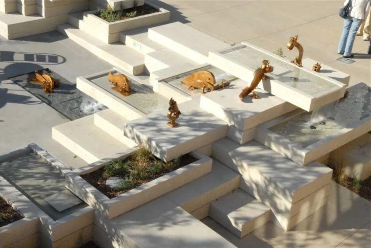 他设计的雕塑受全世界欢迎,却件件引人深思_19