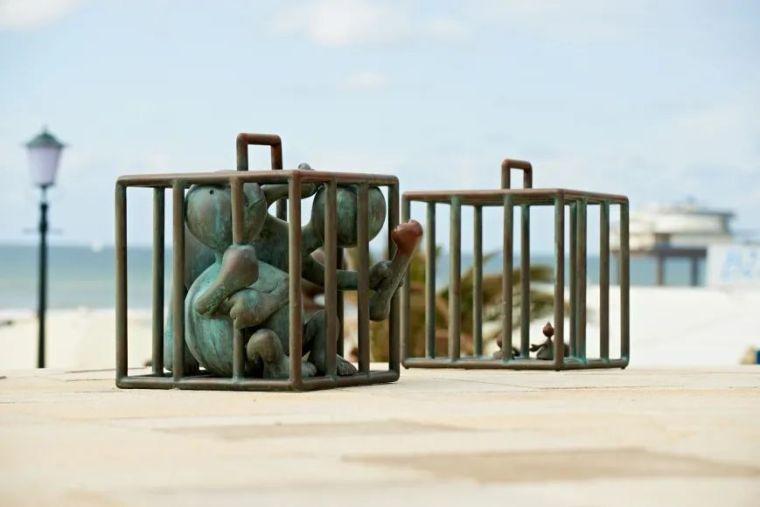 他设计的雕塑受全世界欢迎,却件件引人深思_10