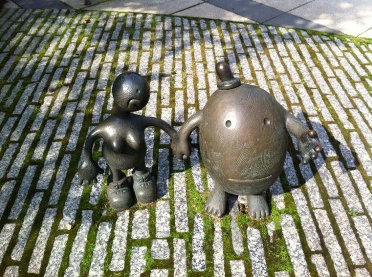 他设计的雕塑受全世界欢迎,却件件引人深思_15