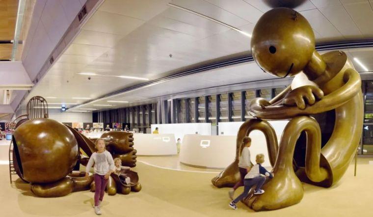 他设计的雕塑受全世界欢迎,却件件引人深思_22