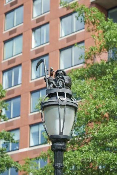 他设计的雕塑受全世界欢迎,却件件引人深思_47