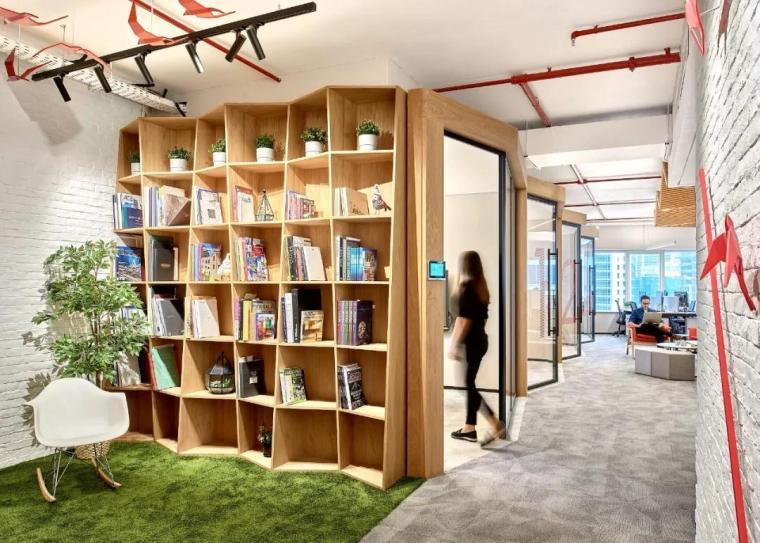 如何解决办公室装修后墙面的视觉单调感