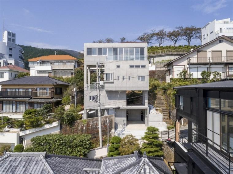 日本热海'塔楼'悬挑别墅