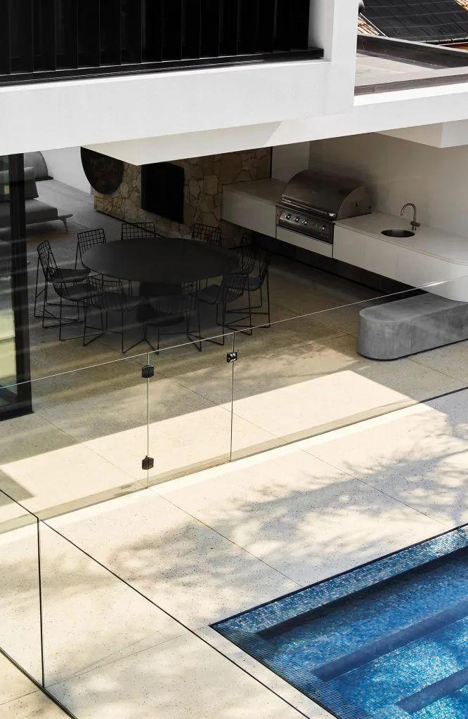 超开放设计+无边泳池,极简别墅真是绝了!_31