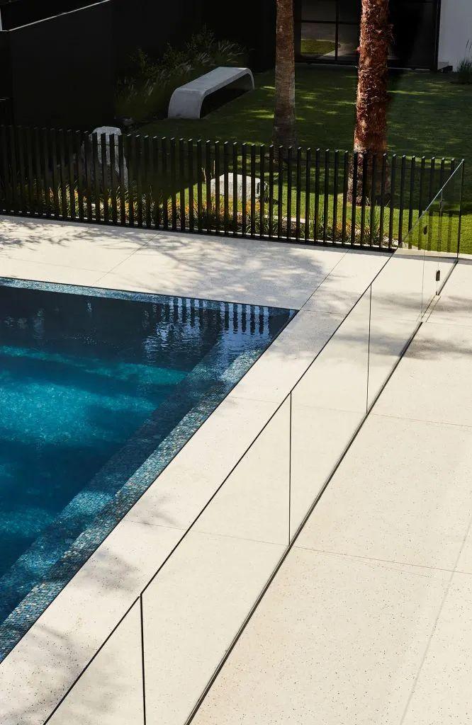 超开放设计+无边泳池,极简别墅真是绝了!_30