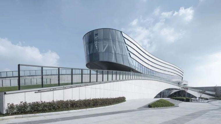 """""""漂浮""""在空中,一座充满未来科技感的建筑_23"""