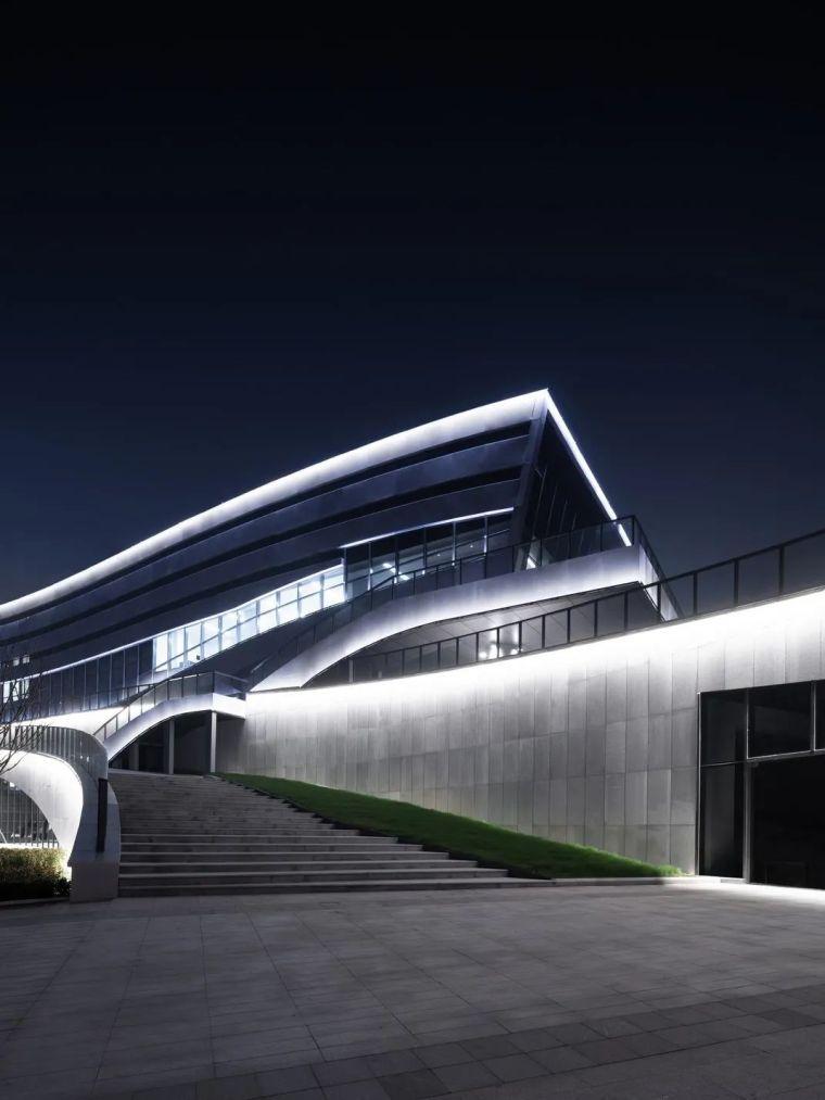"""""""漂浮""""在空中,一座充满未来科技感的建筑_29"""