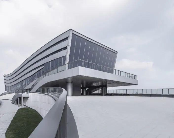 """""""漂浮""""在空中,一座充满未来科技感的建筑_30"""