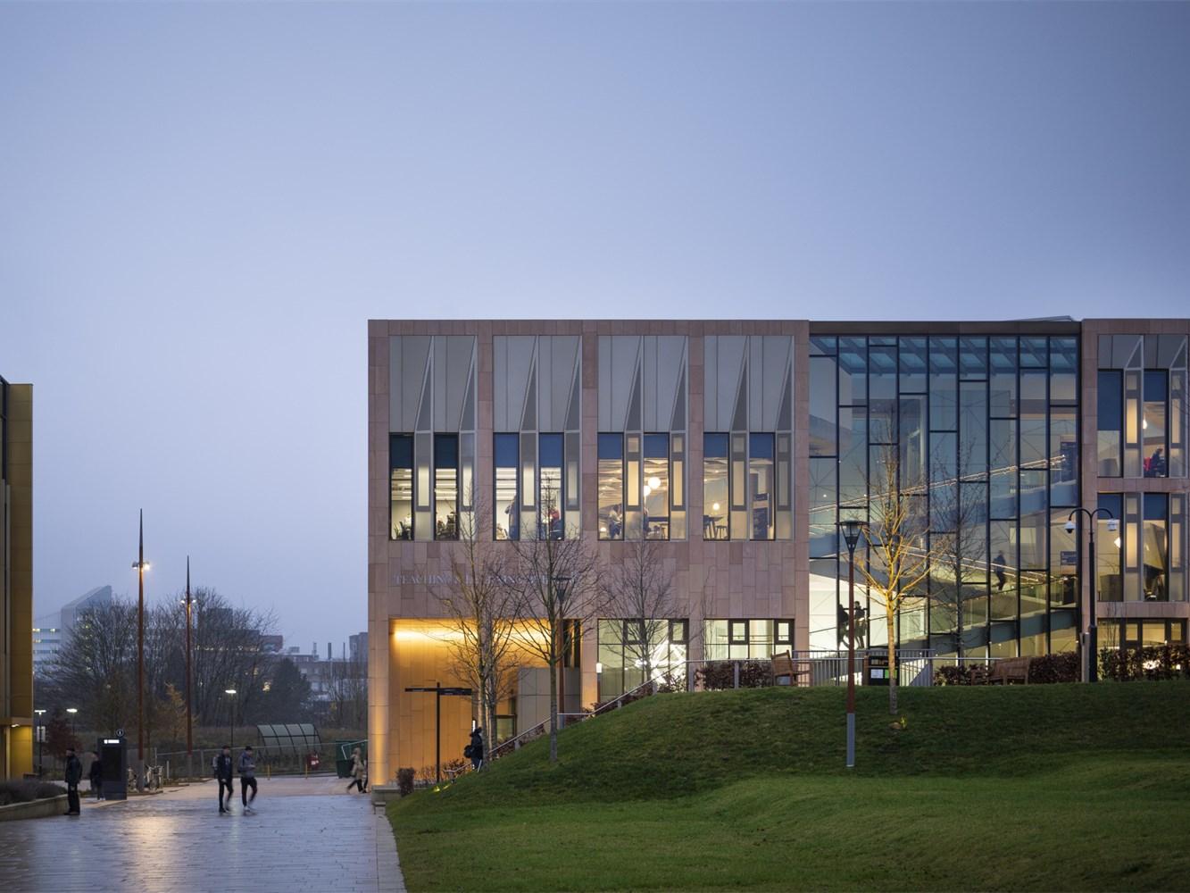 英国伯明翰大学教学楼