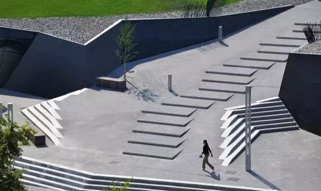 灵动之美|折线在景观设计中的玩法