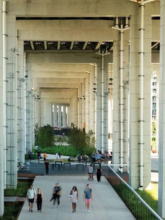 城市高架桥下,除了停车场还能干些什么_21