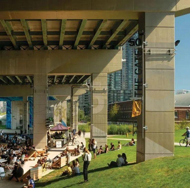 城市高架桥下,除了停车场还能干些什么_25