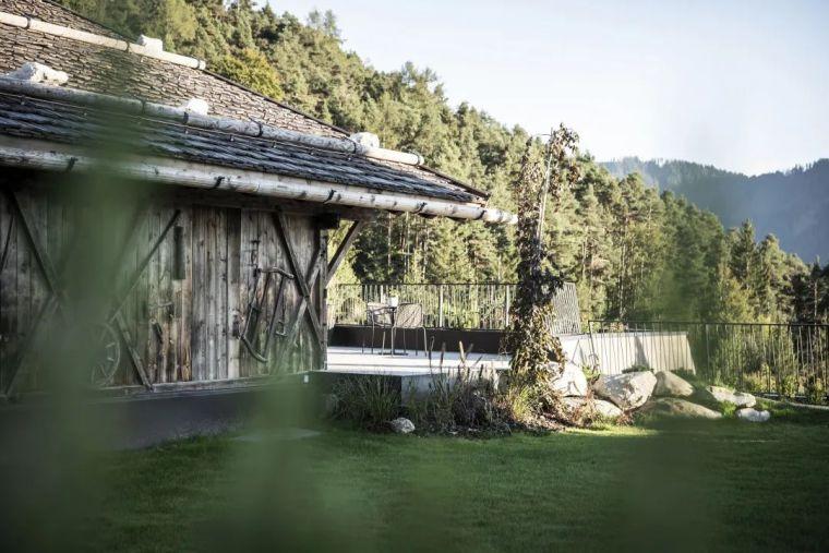 旧谷仓变身山谷民宿,发现生活的自然与美好_4