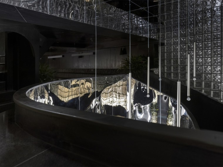 印度黑色的混凝土餐厅和酒吧_1