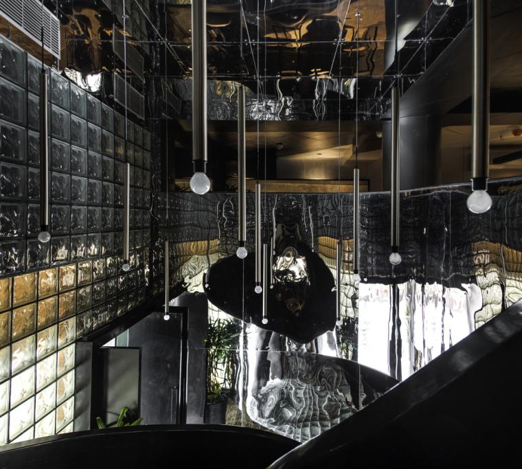 印度黑色的混凝土餐厅和酒吧_4