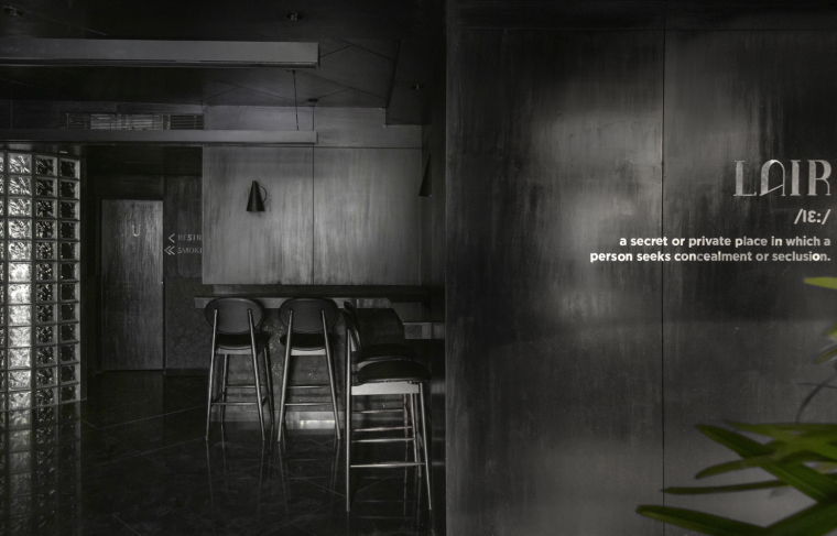 印度黑色的混凝土餐厅和酒吧_3