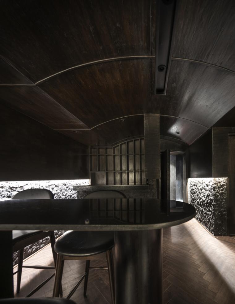 印度黑色的混凝土餐厅和酒吧_2