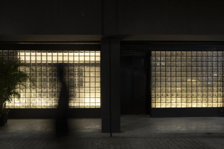 印度黑色的混凝土餐厅和酒吧_8