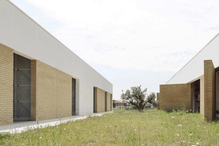 意大利Frisa公墓扩建与纪念性景观_3