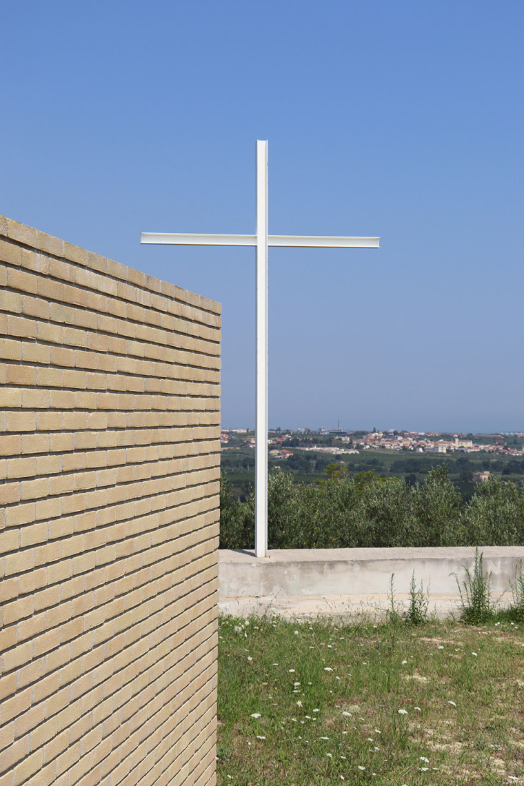 意大利Frisa公墓扩建与纪念性景观_7