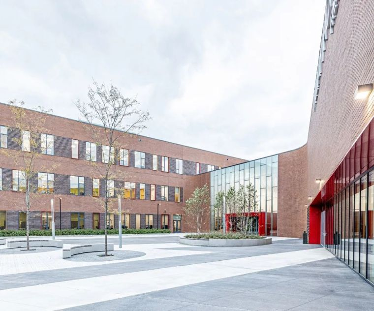 轻工业风格的砖砌教学楼-塔夫脱新生学院_4