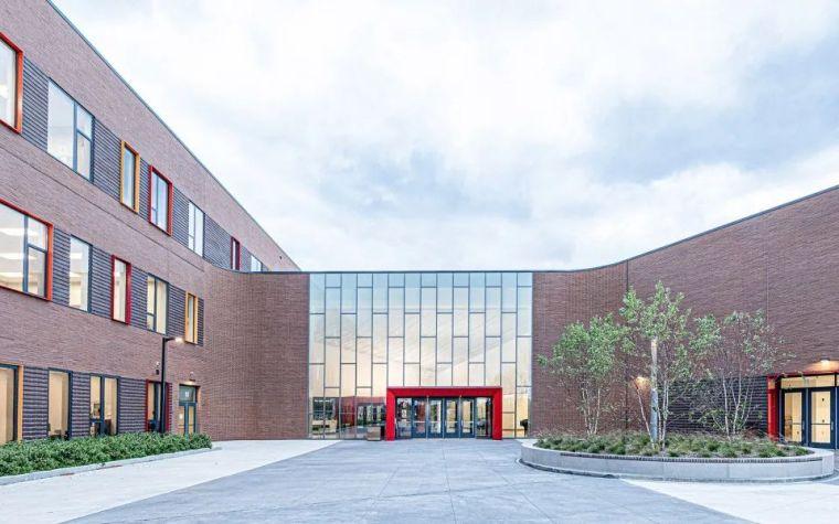 轻工业风格的砖砌教学楼-塔夫脱新生学院_5