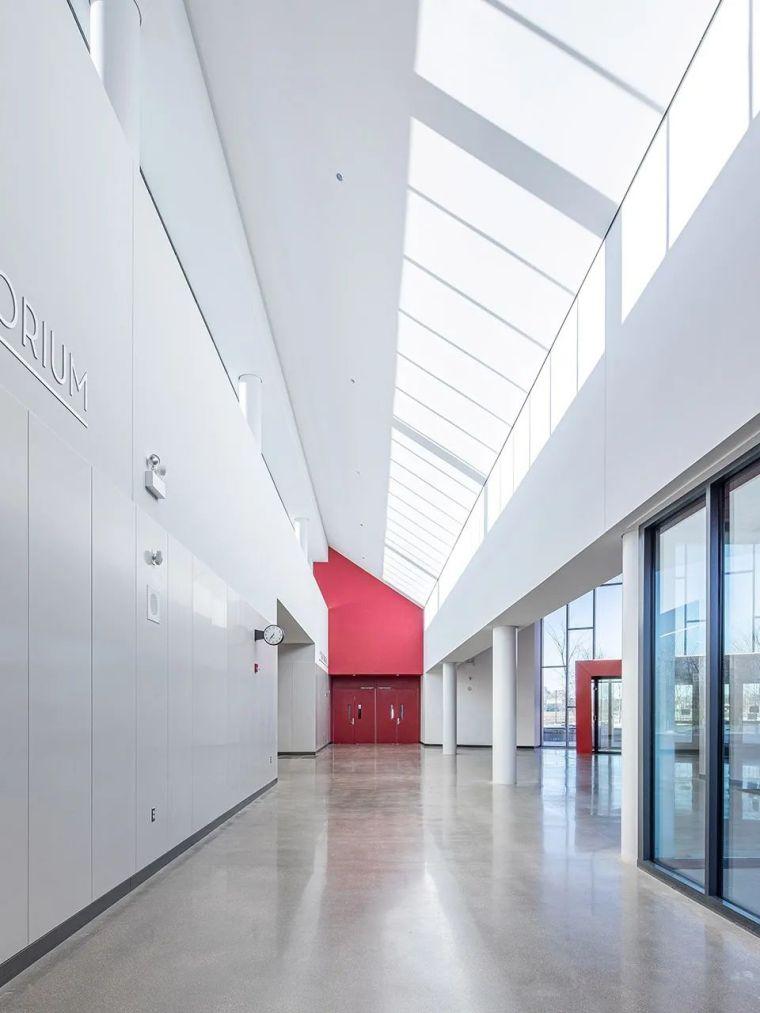 轻工业风格的砖砌教学楼-塔夫脱新生学院_10