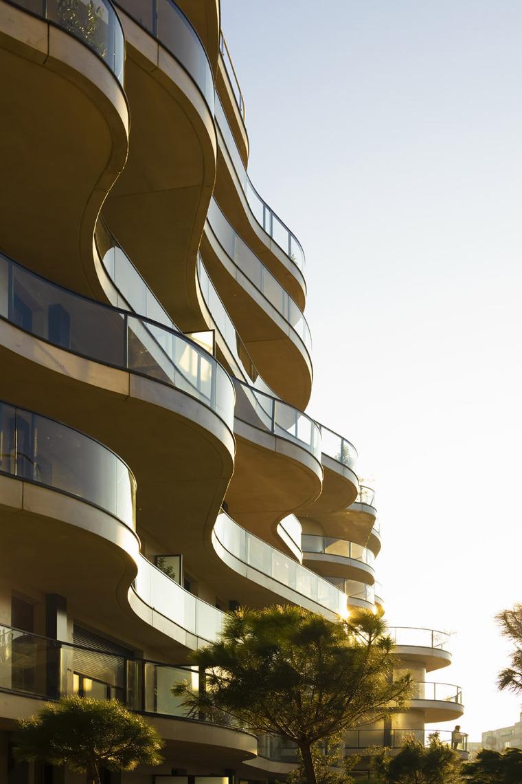 法国Courbes公寓楼_9