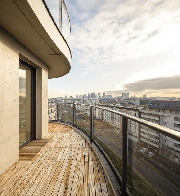 法国Courbes公寓楼_18