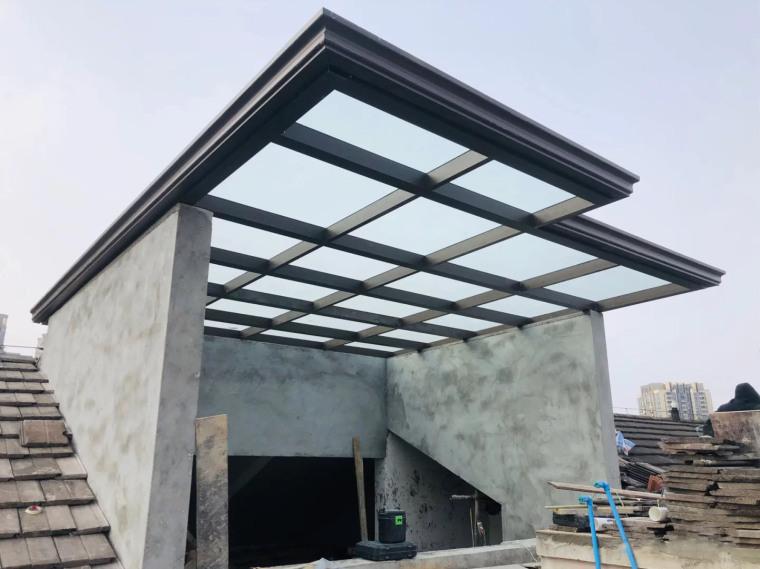钢结构雨棚包工包料一平方多少钱_1