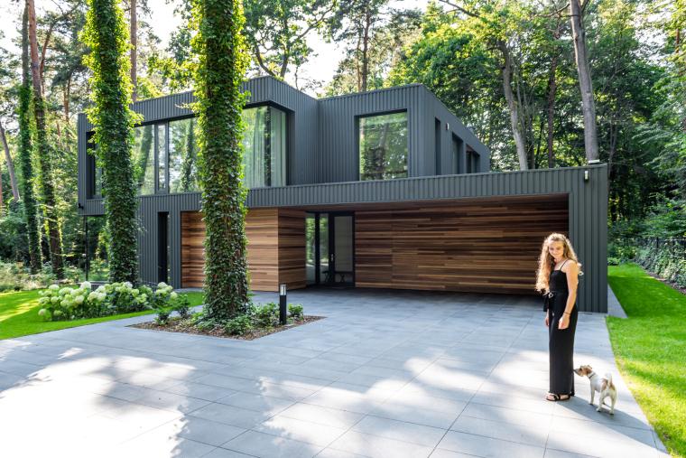 波兰融入森林的住宅_5