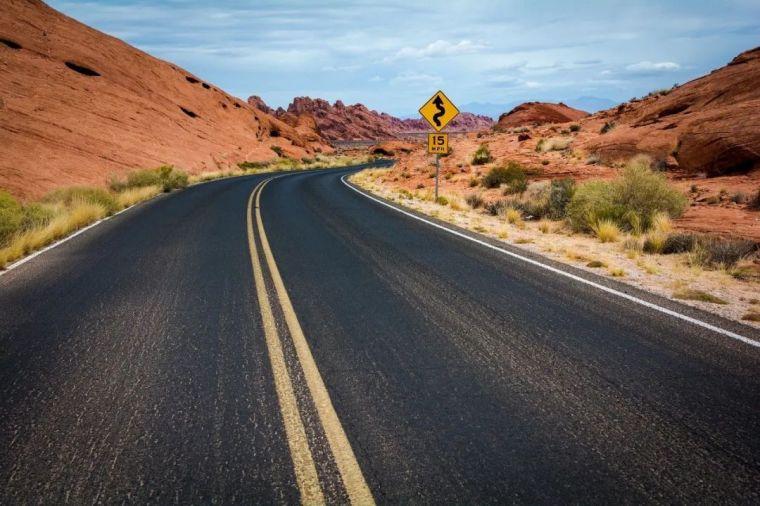 公路沥青路面裂缝,真的那么好处治吗_1