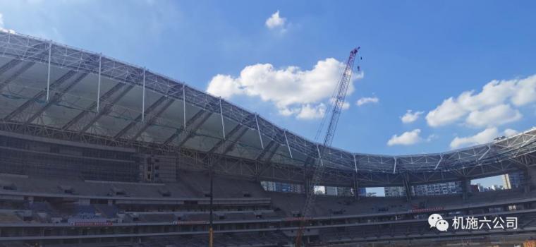 上海体育场应急改造工程悬挑钢结构安装到位_3