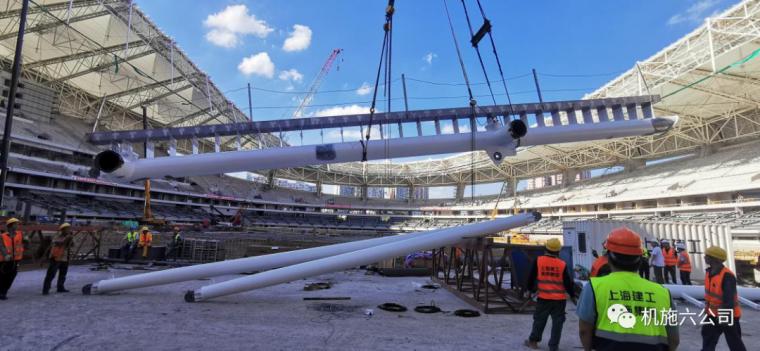 上海体育场应急改造工程悬挑钢结构安装到位_4