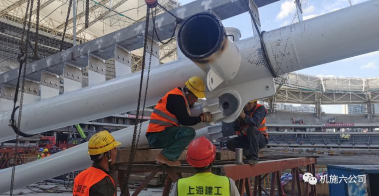 上海体育场应急改造工程悬挑钢结构安装到位_5